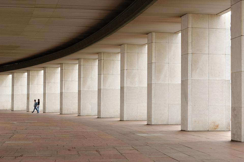 betonové sloupy