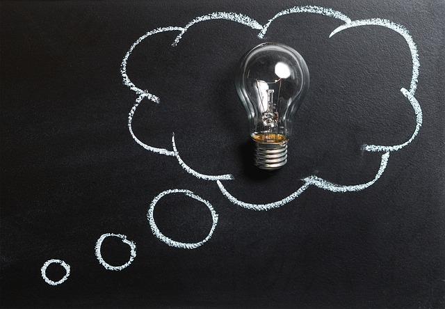 žárovka v myšlence