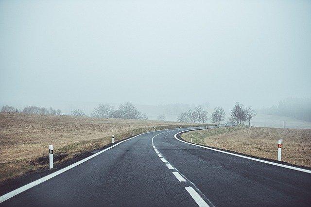 silnice v otevřené krajině