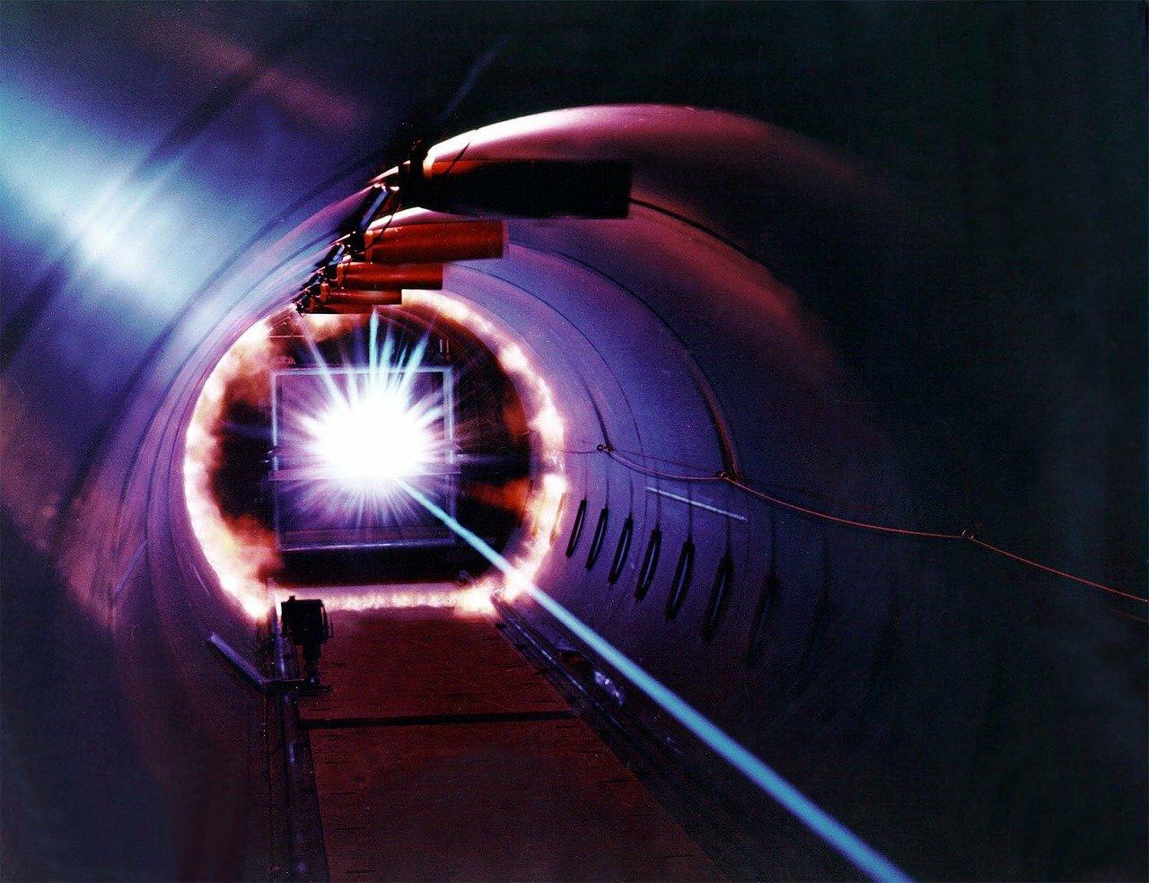 laser-11646_1280 (1)