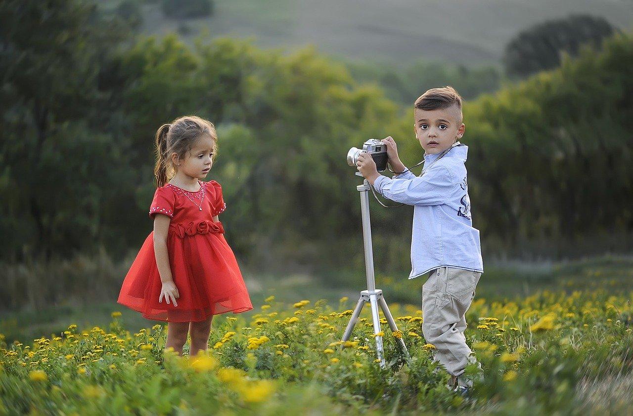 fotící dítě